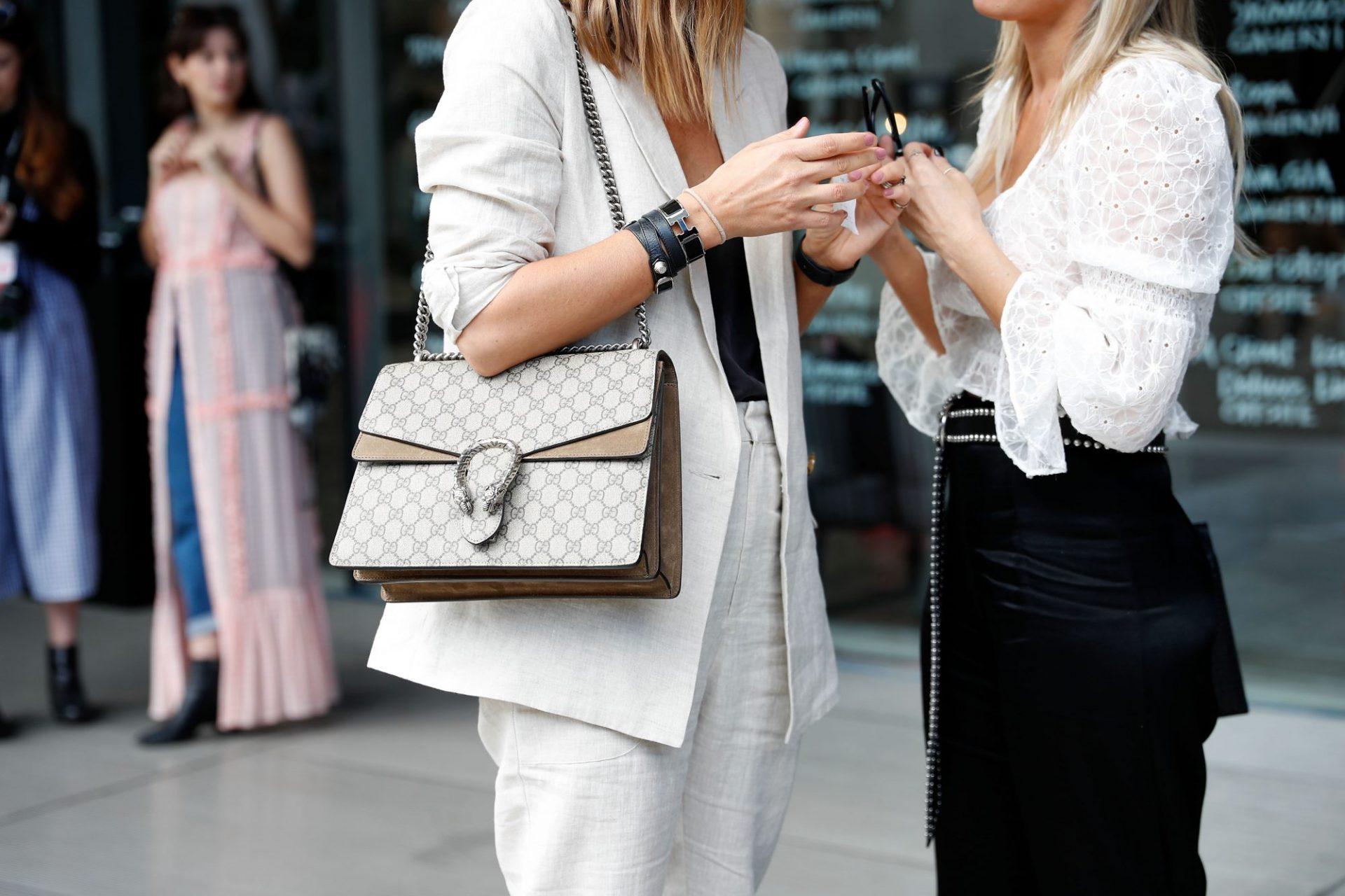 selling purses online